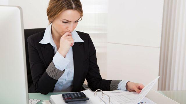Ответственность бухгалтера за налоговые правонарушения внутри компании, является ли он должностным лицом