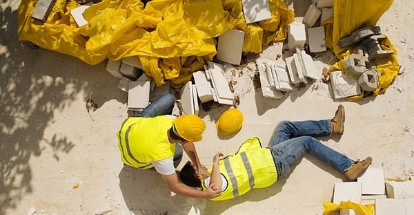 Как правильно составить извещение о несчастном случае на производстве и выплатить компенсацию