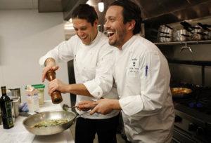 Должностные обязанности администратора ресторана - что представляет собой и кто может на ней работать