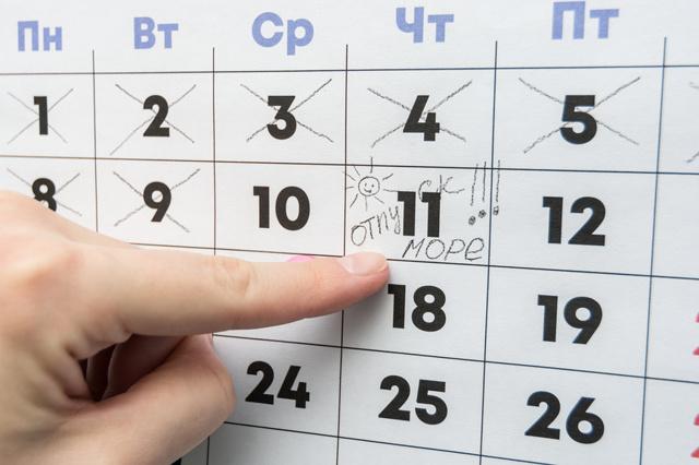 За сколько дней до отпуска выплачиваются отпускные: какие правила устанавливает закон
